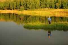 Pesca de mosca da tarde Imagens de Stock