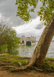 Pesca de Pesquera que construye el lago banyoles Imágenes de archivo libres de regalías