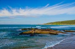Pesca de resaca en una playa de la milla, puerto Stephens, Australia Fotos de archivo libres de regalías
