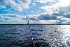 Pesca de um barco imagens de stock royalty free