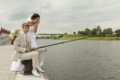 Pesca de um par novo-casado Fotografia de Stock Royalty Free