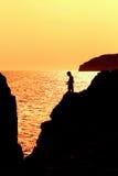 Pesca del bambino al tramonto Immagini Stock Libere da Diritti