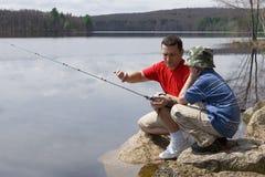 Pesca del figlio e del padre Fotografie Stock Libere da Diritti