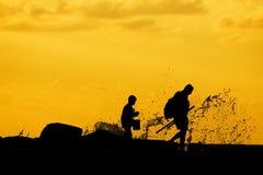 Pesca del figlio e del padre Immagini Stock