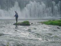 Pesca del fiume della radice fotografie stock