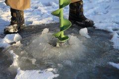 Pesca del ghiaccio. Immagini Stock Libere da Diritti