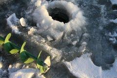 Pesca del ghiaccio. Immagini Stock