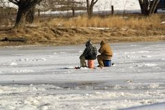 Pesca del ghiaccio Immagini Stock