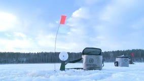Pesca del hielo del invierno almacen de metraje de vídeo