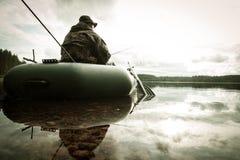 Pesca del hombre del barco Imágenes de archivo libres de regalías