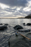 Pesca del invierno de la costa rocosa Imagen de archivo libre de regalías