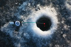 Pesca del invierno en el hielo Imagen de archivo