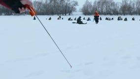 Pesca del invierno del hielo metrajes