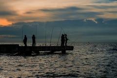 Pesca del local en el mar en tailandés Foto de archivo libre de regalías
