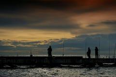 Pesca del local en el mar en Tailandia Imágenes de archivo libres de regalías