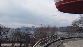 Pesca del monumento de la nave en la calle de Kalinin