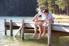 Pesca del nipote e del Grandad Fotografia Stock Libera da Diritti