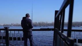 Pesca del pescador con el giro almacen de video
