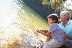 Pesca del ragazzo e dell'uomo insieme Fotografie Stock Libere da Diritti