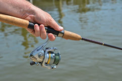 Pesca dell'uomo Immagini Stock