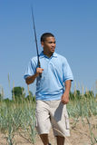 pesca dell'uomo andante Fotografia Stock