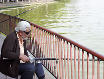 Pesca dell'uomo senior Fotografia Stock Libera da Diritti