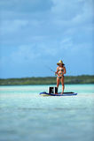 Pesca della donna nella destinazione scenica immagine stock