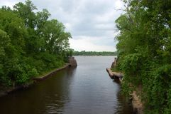 Pesca della sponda del fiume Fotografia Stock