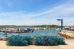 Pesca delle trappole per il pesce ed i polipi con le viste di Alvor portugal fotografie stock libere da diritti