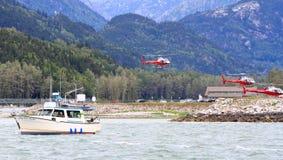 Pesca di color salmone dell'Alaska, giri dell'elicottero Fotografie Stock