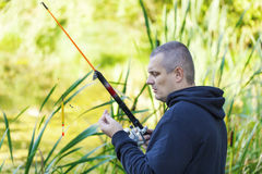 Pesca di inizio dell'uomo Immagine Stock