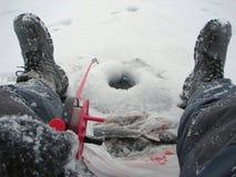 Pesca di inverno sul pesce persico Fotografie Stock Libere da Diritti