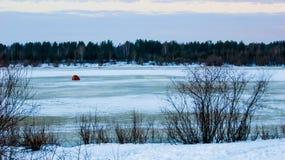 Pesca di inverno, tenda sul ghiaccio fotografia stock libera da diritti