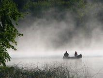 Pesca di mattina della nebbia Immagini Stock Libere da Diritti