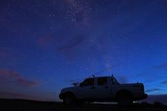 Pesca di notte - un camion delle 4 rotelle Fotografie Stock Libere da Diritti