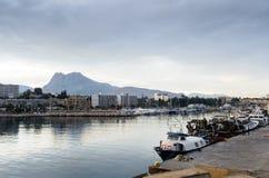 Pesca di Puerto sotto la montagna IV Immagine Stock Libera da Diritti