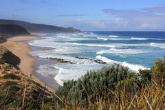 Pesca di spuma sulla spiaggia costiera australiana della spuma dell'oceano Fotografie Stock Libere da Diritti