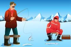 Pesca do gelo dos homens Fotografia de Stock