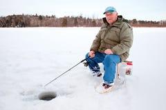 Pesca do gelo no lago imagem de stock royalty free