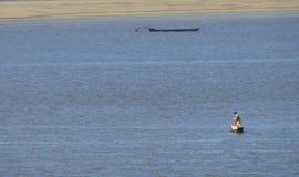 Pesca do homem em Brasil fotos de stock