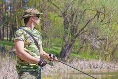 Pesca do homem novo Fotografia de Stock