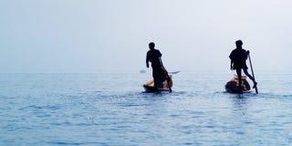 Pesca do pescador com rede fotografia de stock