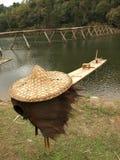 Pesca e cappello di paglia Fotografia Stock
