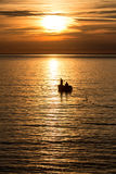 Pesca en el amanecer foto de archivo