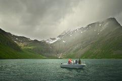 Pesca en el fiordo fotos de archivo libres de regalías