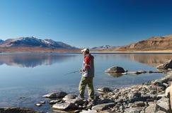 Pesca en el lago de la montaña Fotografía de archivo libre de regalías