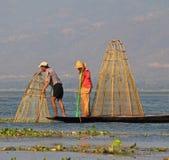 Pesca en el lago Inle Imagen de archivo libre de regalías