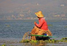 Pesca en el lago Inle Foto de archivo libre de regalías