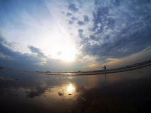 Pesca en el mar de la reflexión Fotos de archivo