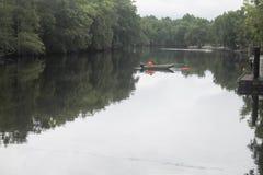 Pesca en el río en un barco Imagen de archivo